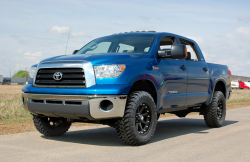 2000-20Toyota Tundra - Rough Country - Rough Country - Rough Country 4.5IN TOYOTA SUSPENSION LIFT KIT (07-15 TUNDRA)